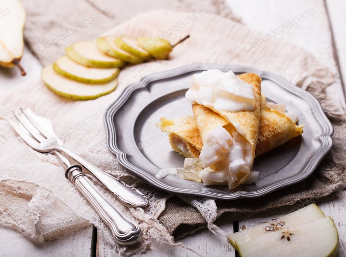 Pancakes with pear and yogurt