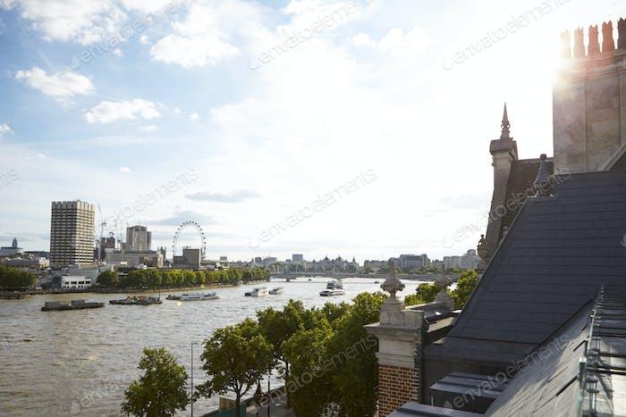 Blick auf London von einer Dachterrasse