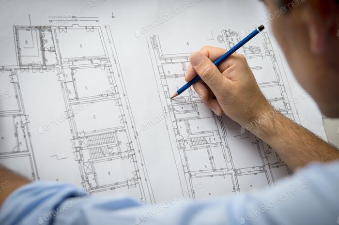 Architekt entwirft ein neues Gebäude