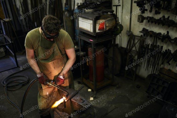 Moving Brenner beim Schneiden von Metall