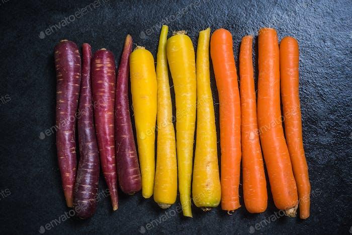 Regenbogen-Karotten von oben