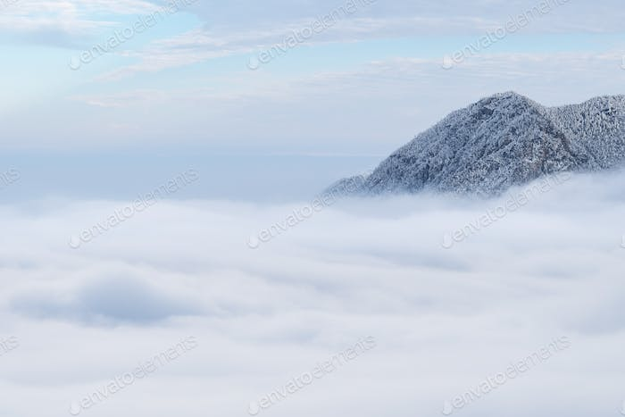 winter sea of clouds in lushan mountain