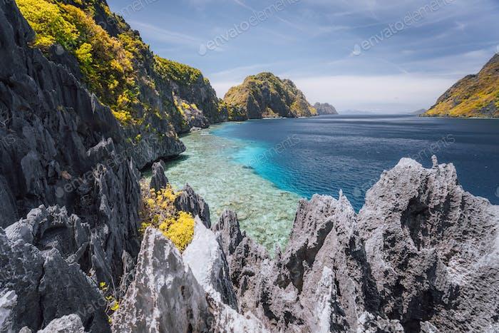 Der berühmte Blick auf die Tapiutanstraße in El Nido, Palawan - Philippinen