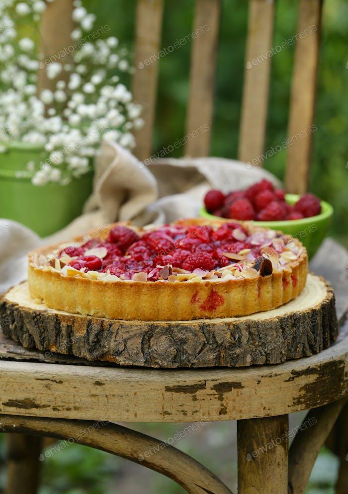 Short Pastry Pie with Fresh Raspberries