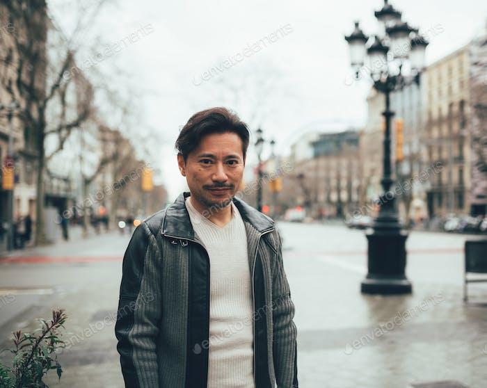 Porträt eines asiatischen Mannes