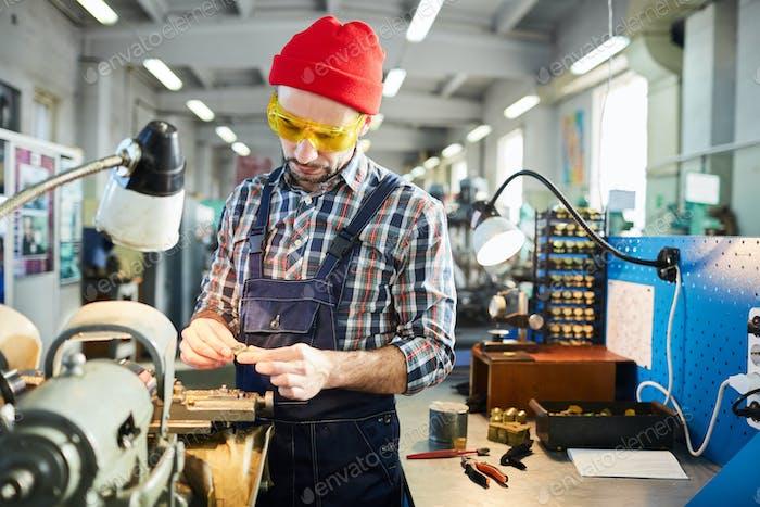 Factory Worker Assembling Mechanism