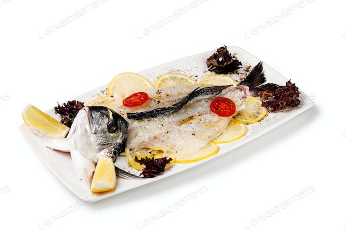 белая рыбка и лимон