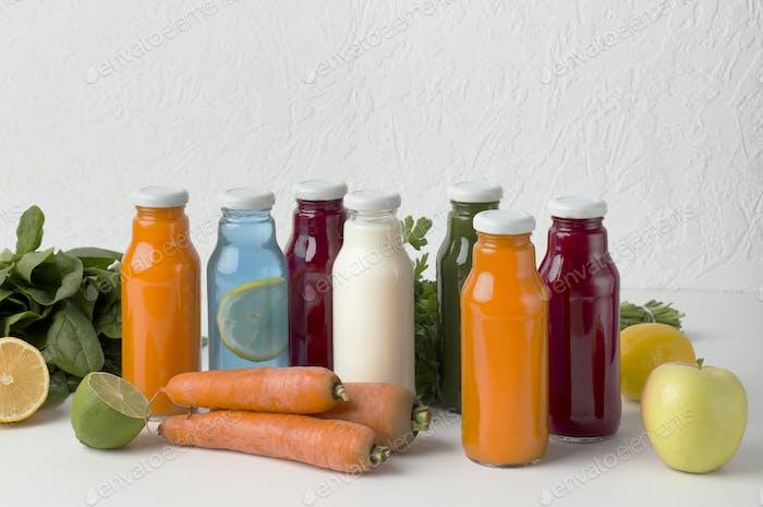 Obst und Gemüse natürliche Detox-Getränke für gesunde Ernährung