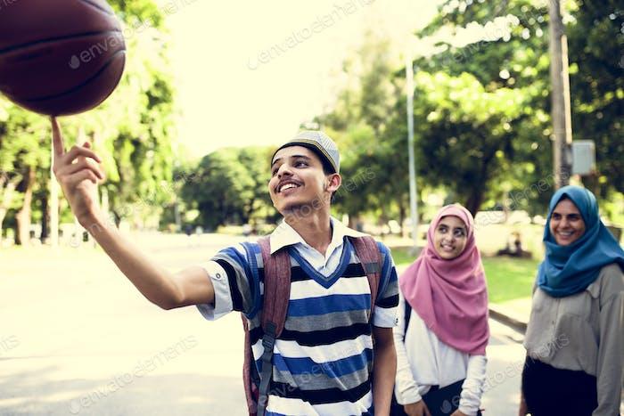 Gruppe muslimischer Teenager