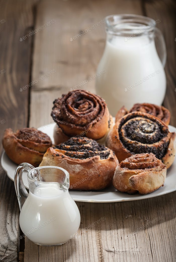 Cinnamon rolls and Bun with poppy seeds