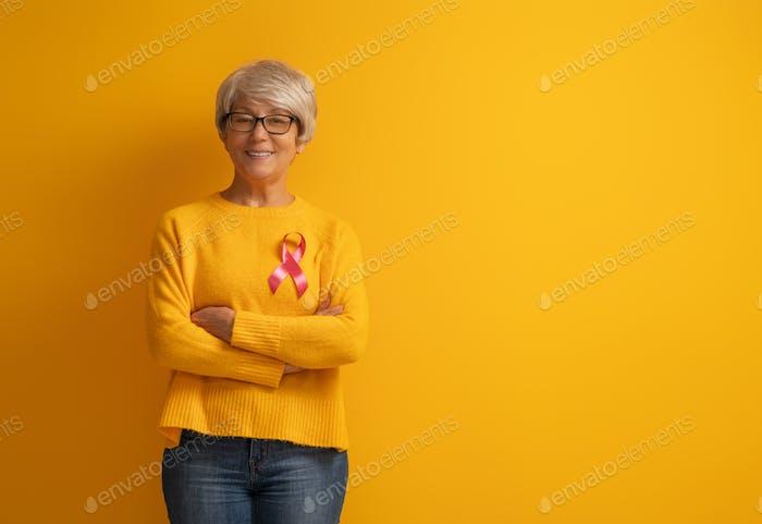 Rosa Band wie ein Symbol für Brustkrebs Bewusstsein