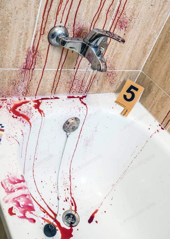 Szene eines Verbrechens in einem Badezimmer mit Spuren von Blut, konzeptionelle Bild