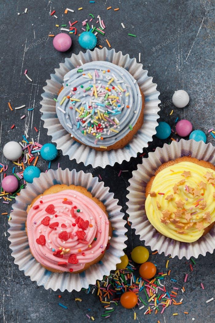 Süße Cupcakes mit Kerzen