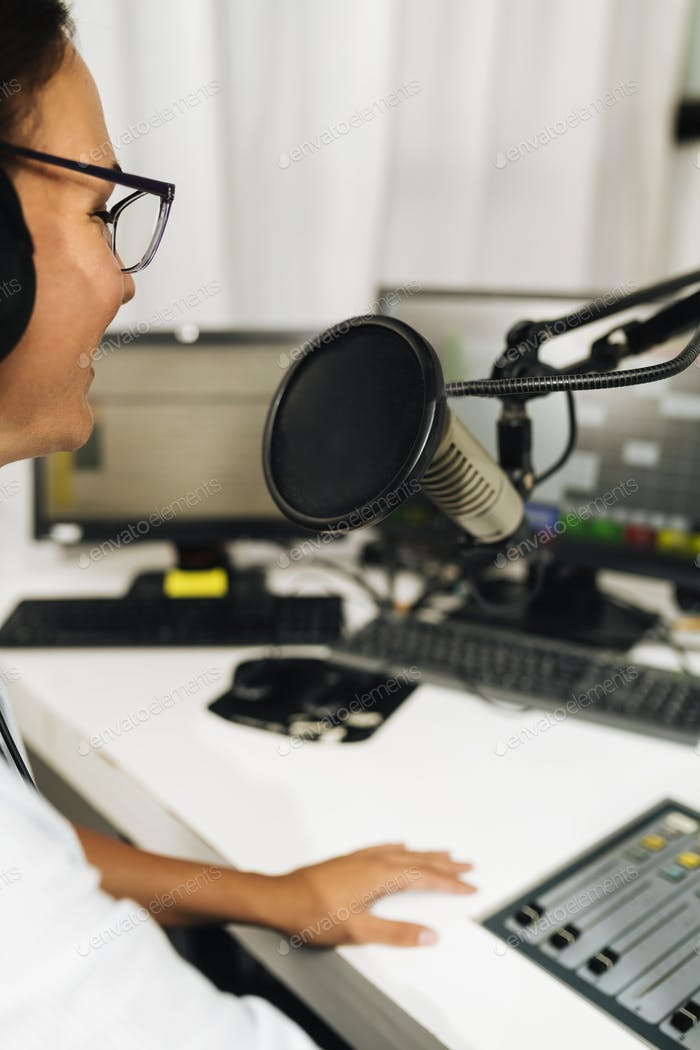 Live broadcasting of a podcast or online radio talk show