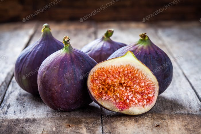Fresh raw organic figs