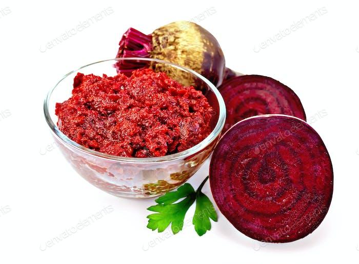 Rübenkaviar in der Glasschale