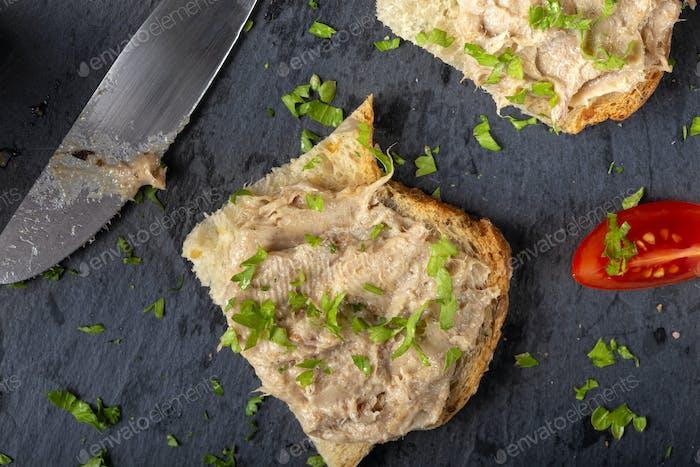 Pan con paté de cerdo