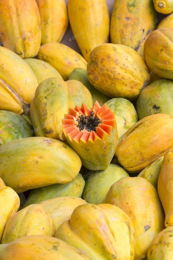 Pattern of fresh yellow mangos in Manaus food market, Brazil