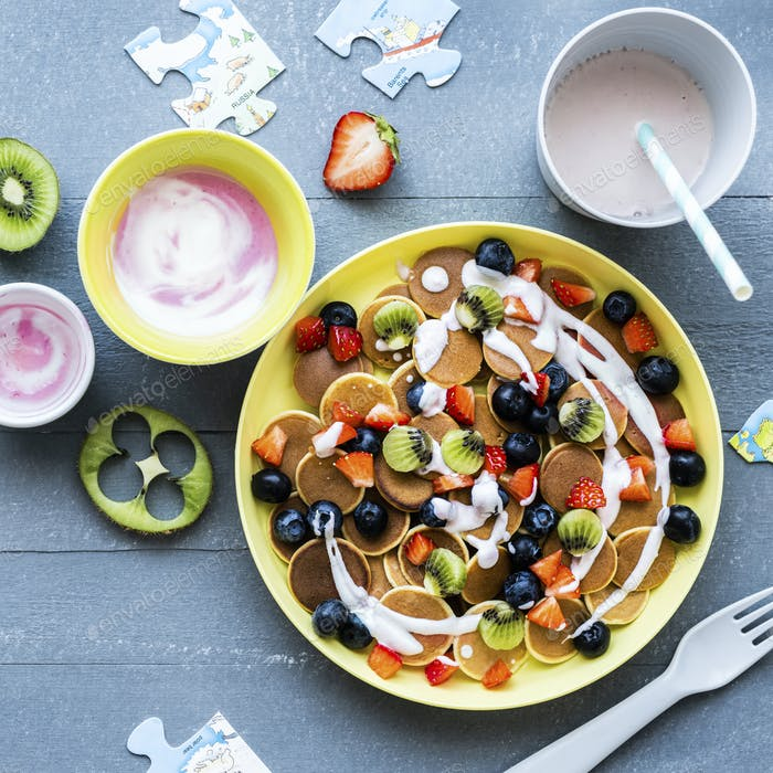 Kids mini pancakes treat, with kiwi and berries