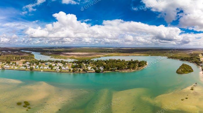 Luftaufnahme von Beelbi Creek, Hervery Bay, Queensland, Australien