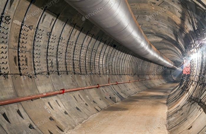 Bau des unterirdischen U-Bahn-Tunnels