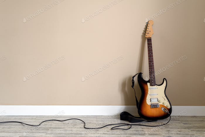 Electro guitar with cable