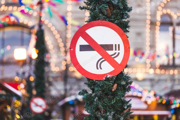 """Sign """"no smoking"""" in the downtown on holiday"""