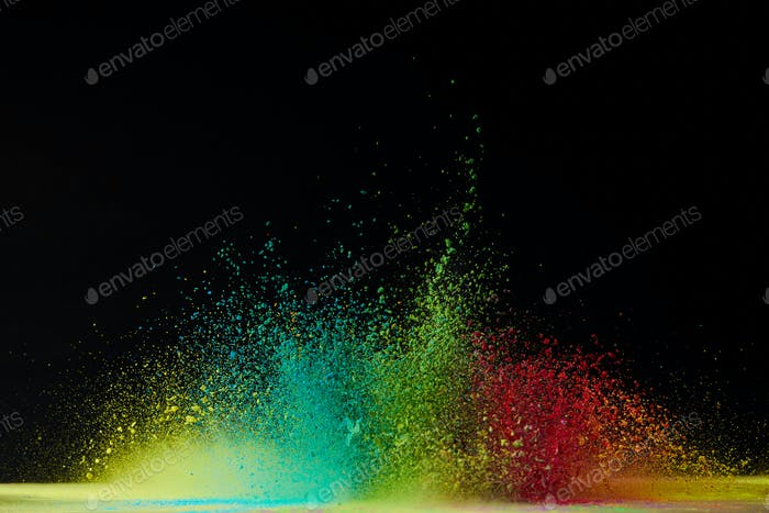 colorido holi explosión en polvo en negro, festival de colores