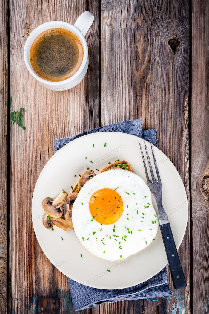 Breakfast: fried egg with mushrooms on toast