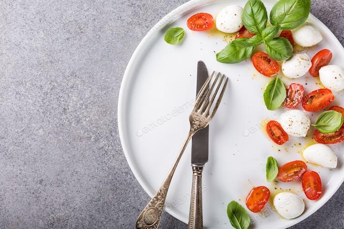 Köstlicher Caprese-Salat