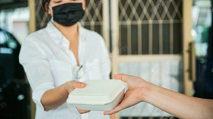 Order products and food delivered at home to prevent the transmission of the coronavirus.