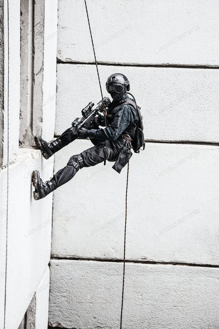 tactical rappeling