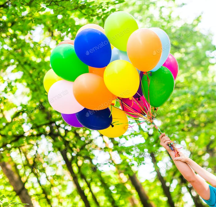 bunte Luftballons außerhalb