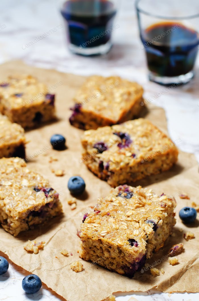 Blueberry Quinoa Oats Breakfast Bars