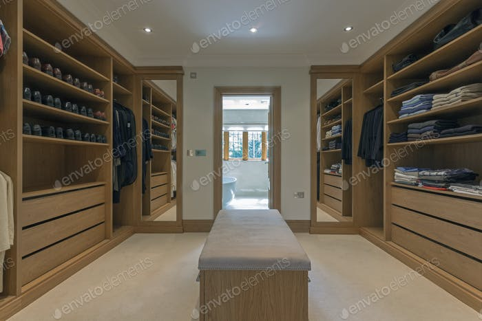 54985,Bench and shelves in walk in closet