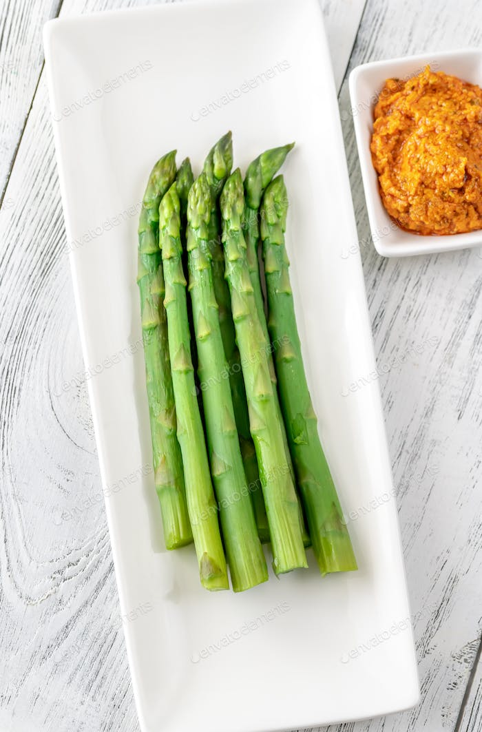 Boiled asparagus with romesco sauce