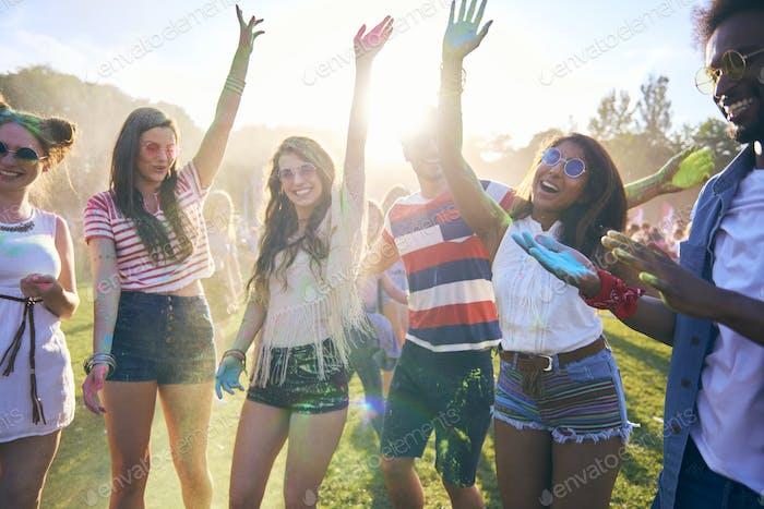 Party Leute, die gute Zeit im Festival