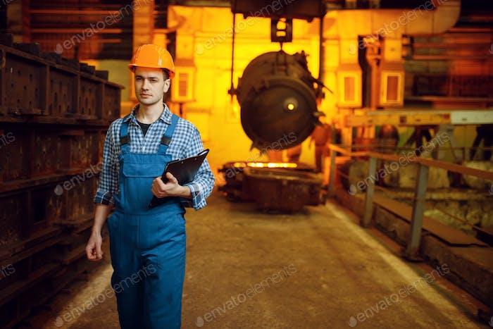 Steelmaker, furnace and liquid metal in basket