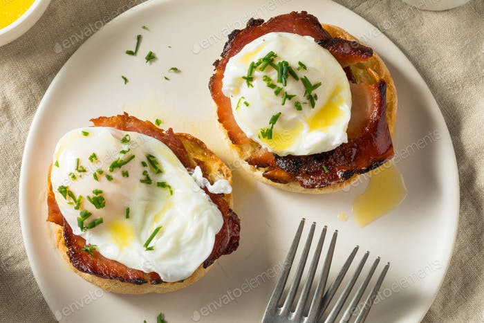 Warm Homemade Eggs Benedict