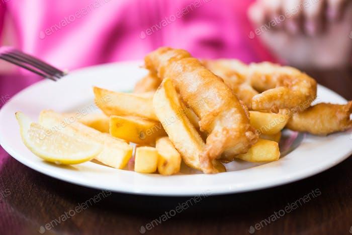 Traditionelles englisches Essen wie Fisch und Chips