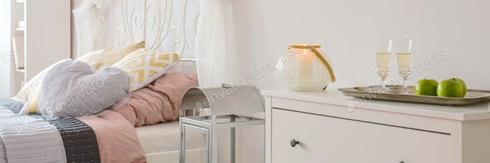 Champagne on commode