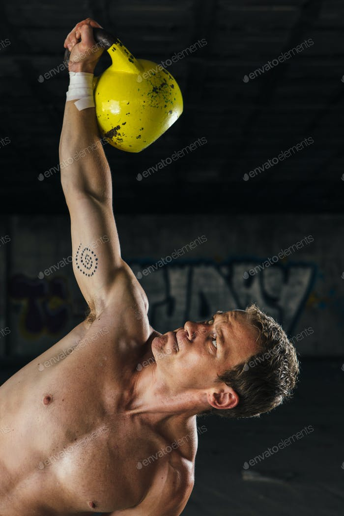 Inclined�man holding dumbbell