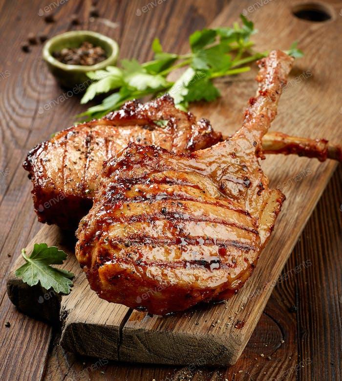 frisch gegrillte Steaks