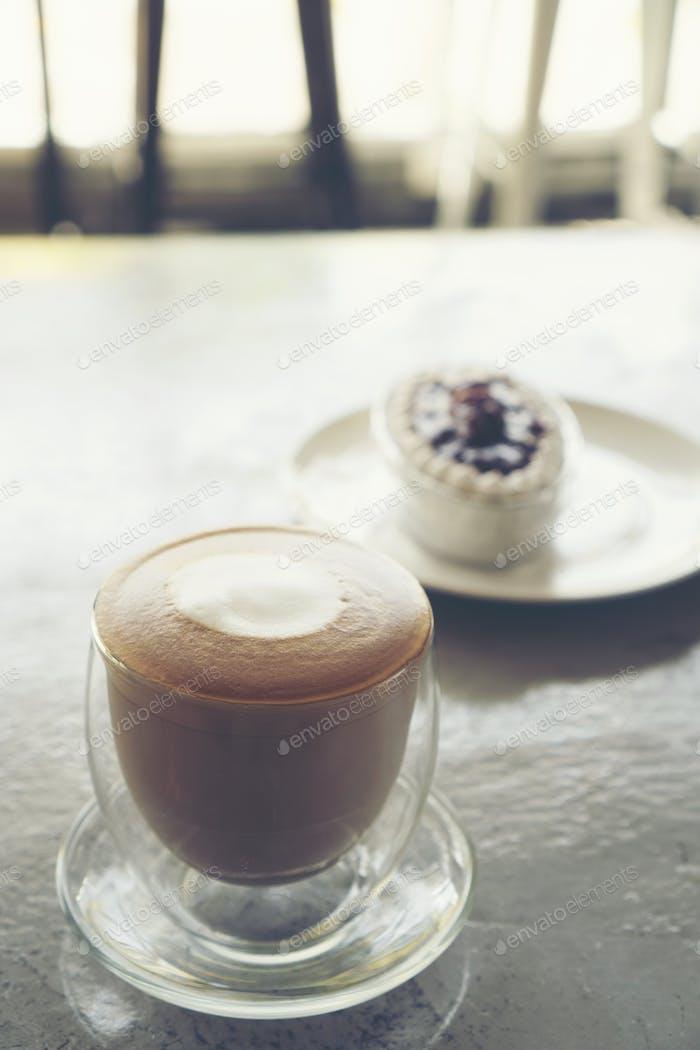 coffee latte art, latte art in coffee cup