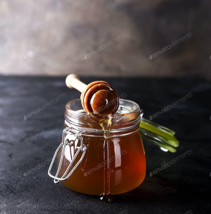 Miel en una olla o tarro