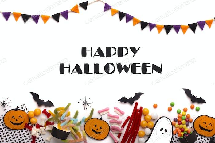 Glückliche Halloween-Nachricht mit farbigen und gruseligen Süßigkeiten