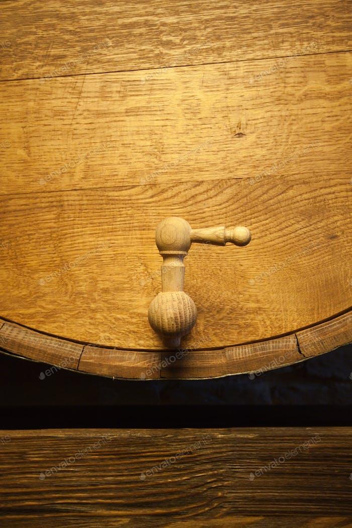 Barril grande de madera