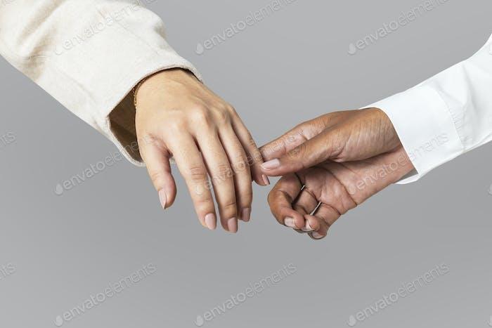 Las manos de la diversidad se unen en unidad