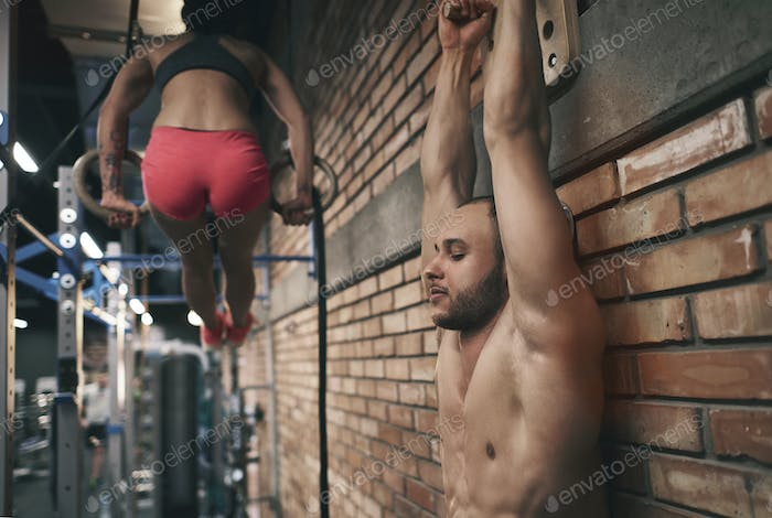 Fitness couple doing crossfit session