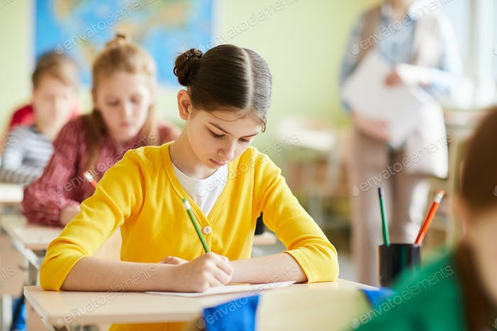 Busy student girl concentrated on quiz